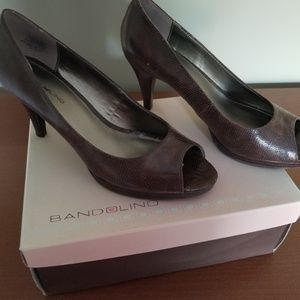 BANDOLINO PeepToe Pump Brown Size 9 1/2